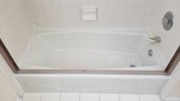 Elgin bathtub reglazing